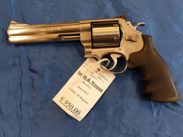 Smith and Wesson 629-2 . 44 Magnum  Kat B